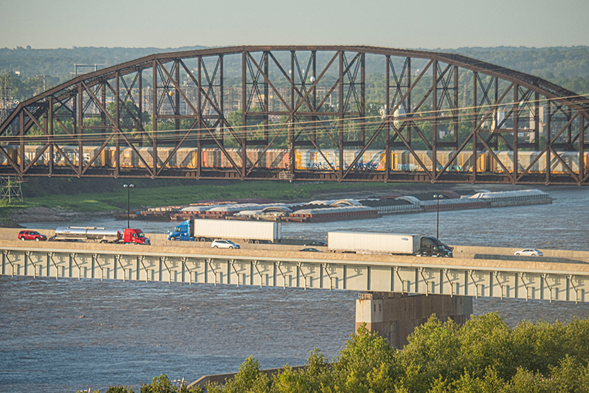 autos-train-and-barges-along-the-mississipp-river.jpg