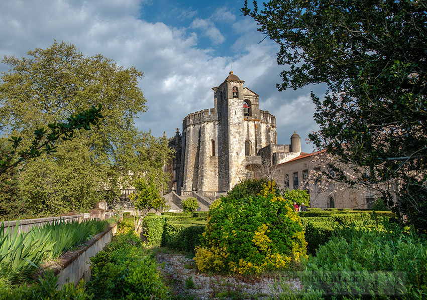gardens-surrounding-convent-of-the-order-of-christ-tomar-portugal.jpg