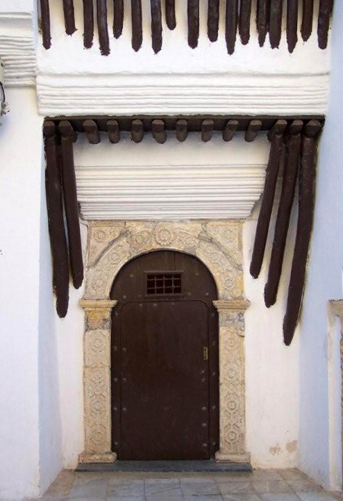 photo-doorway-in-the-algiers-casbah.jpg