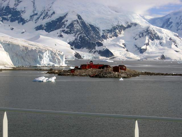 Argentine-Antarctic-research-station-2.jpg
