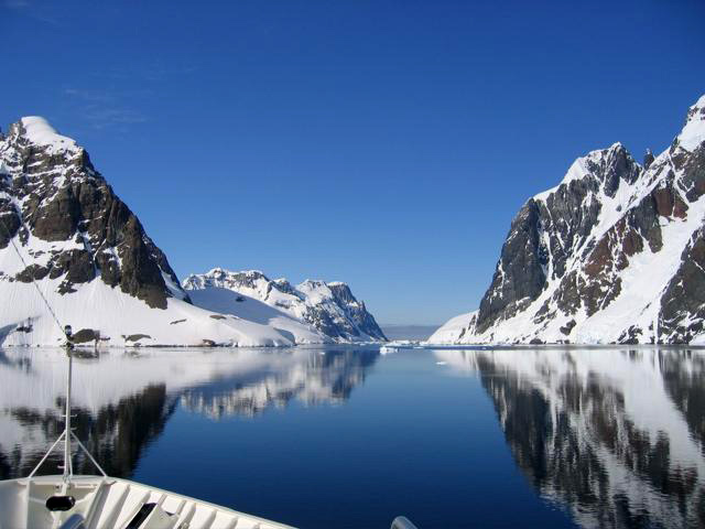 LeMaire-Channel-between-Booth-Island-and-the-Antarctic-Peninsula-2.jpg