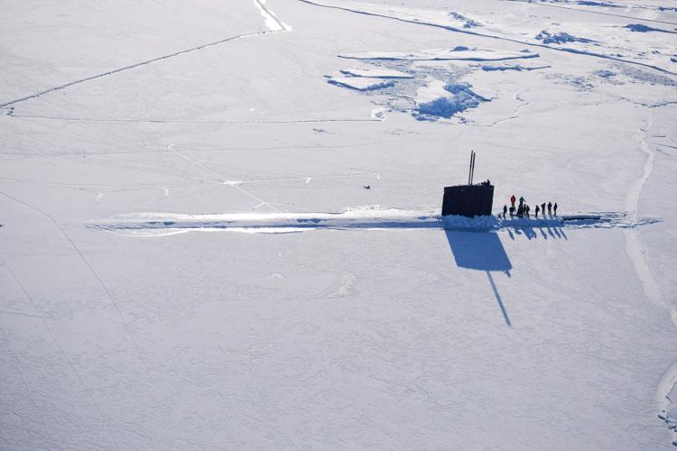 arctic-circle-submarine-surfaces-near-ice-camp-sarg-104-photo.jpg