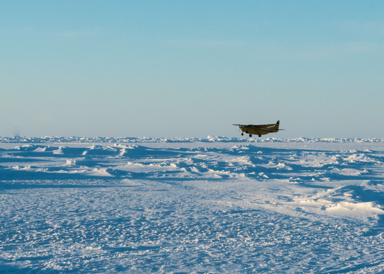 cessna-carrying-supplies-and-passengers-lands-on-an-ice-runway-arctic-circle-066-photo.jpg