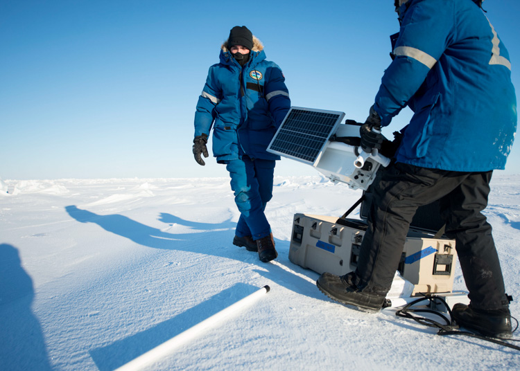 set-up-a-mobile-weather-station-in-the-arctic-circle-426-photo.jpg