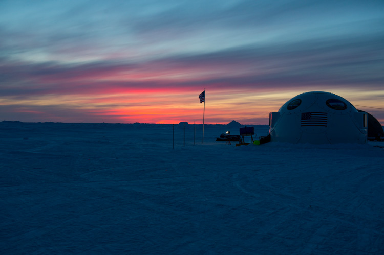 sun-sets-on-on-ice-camp-sargo-in-the-arctic-circle-001-photo.jpg