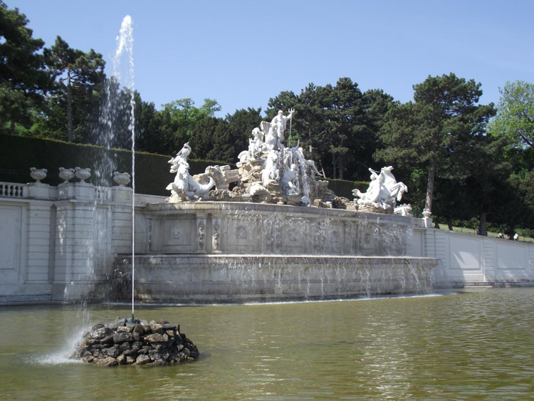 Neptune-Fountain-on-the-grounds-of-Schoenbrunn-Palace-in-Vienna.jpg