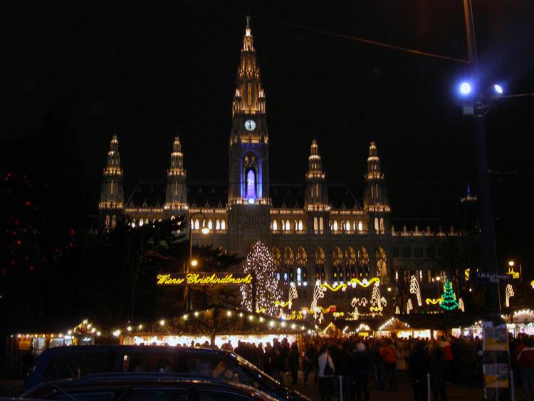 Vienna City Hall in December A.jpg