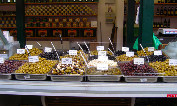 diverse-selection-of-olives-A.jpg