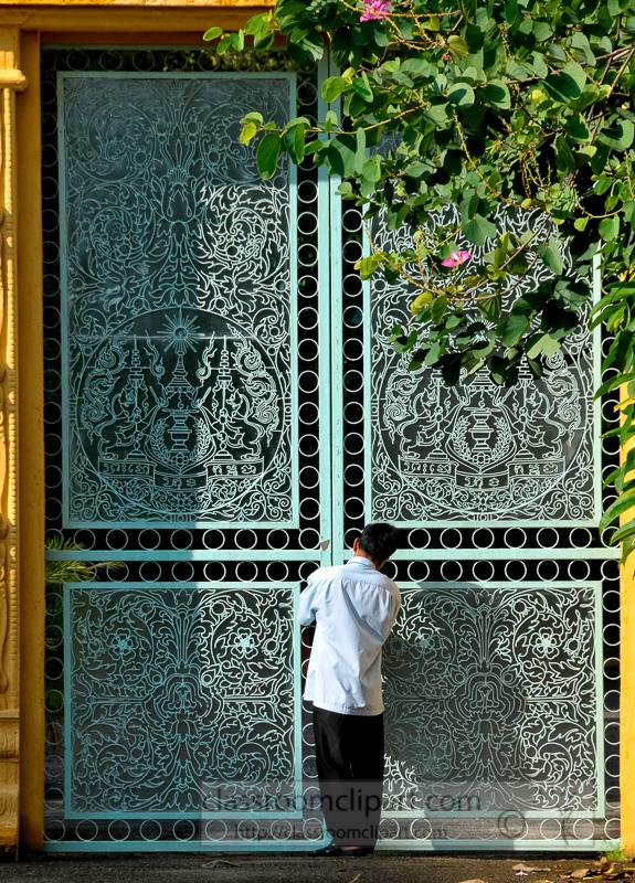 Large-Decorative-Gates-Royal-Palace-Phnom-Penh-Photo-14.jpg