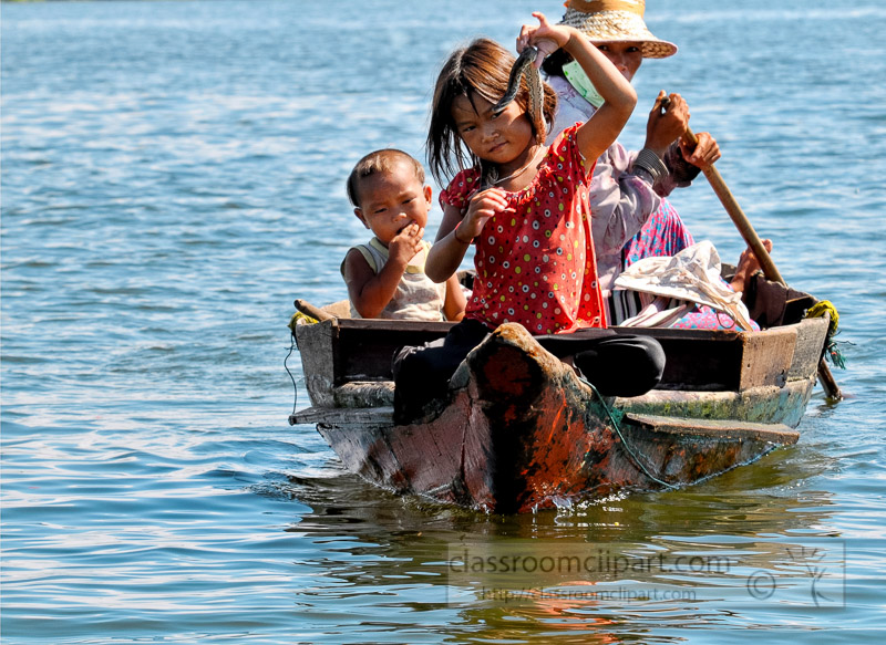 Photo-Childrn-in-Boat-near-Floating-Village-of-Chong-Khneas-18.jpg