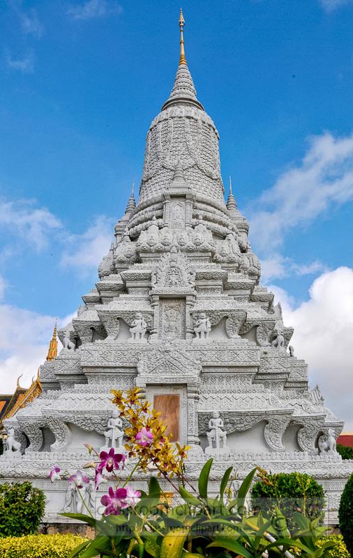 Stupa-at-Silver-Pagoda-Royal-Palace-Phnom-Penh-Photo-19.jpg