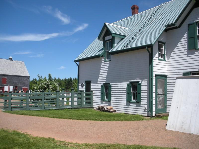 green-gables-farmhouse-prince-edward-island.jpg