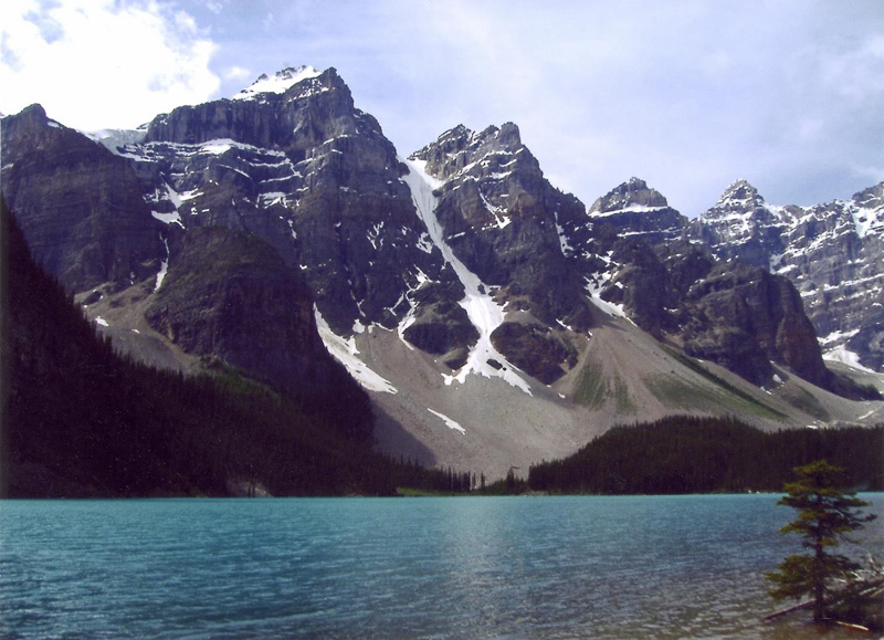 moraine-lake-in-banff-national-park-alberta.jpg