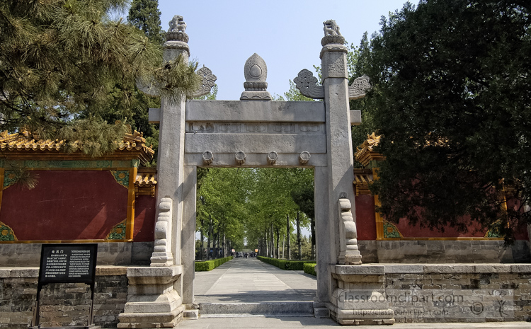 photo-dragon-and-phoenix-gate-ming-tombs-6295b.jpg