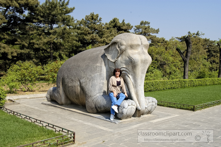 photo-elephant-statue-on-the-spirit-way-6282b.jpg