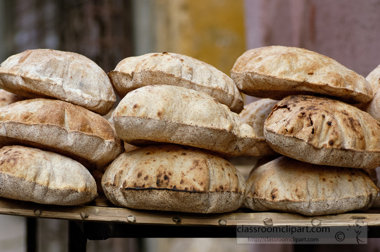 photo-stack-of-fresh-pita-bread-for-sale-in-egypt-image-5199.jpg