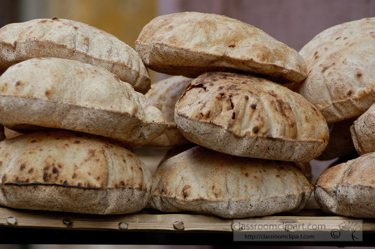photo-stack-of-fresh-pita-bread-for-sale-in-egypt-image-5200.jpg