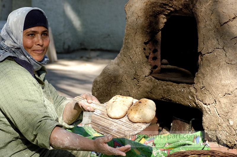 egyptian-women-making-fresh-bread_5438.jpg