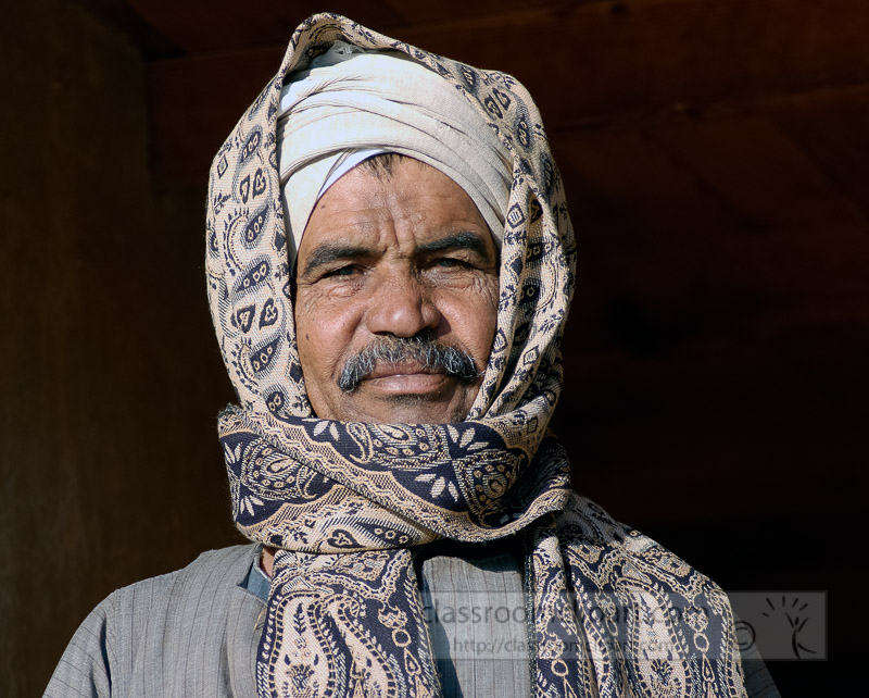 egyptian-man-with-scarf-covering-head-photo_5627a.jpg