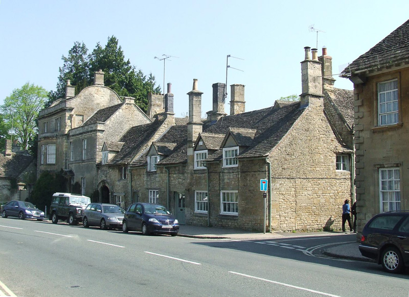 Closely-packed-houses-in-the-town-of-Burford.jpg
