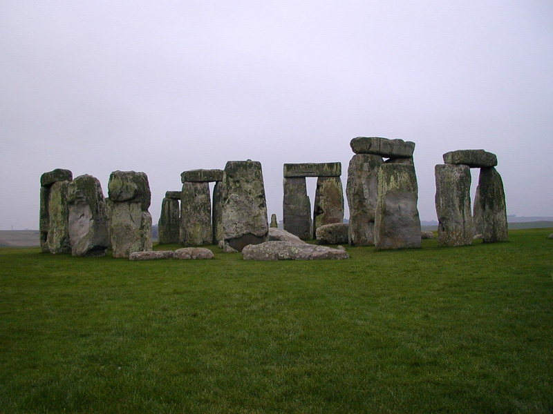 Stonehenge-as-seen-from-the-north-barrow.jpg