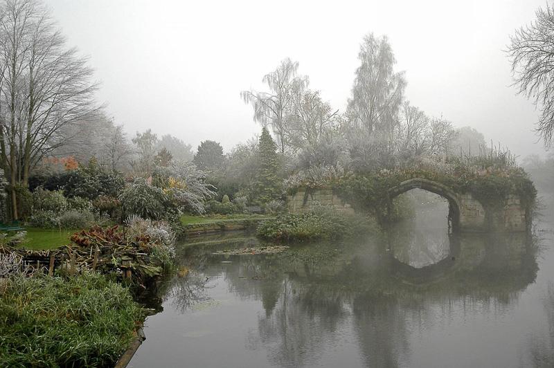 old-Bridge-at-Warwick-Castle-Warwick-England.jpg