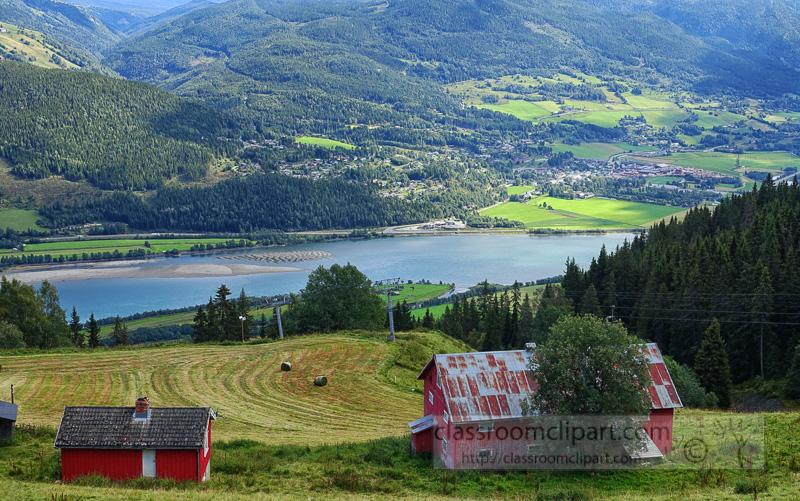 lush-green-farmland-with-red-barn-near-lillihammer-norway-1646E.jpg