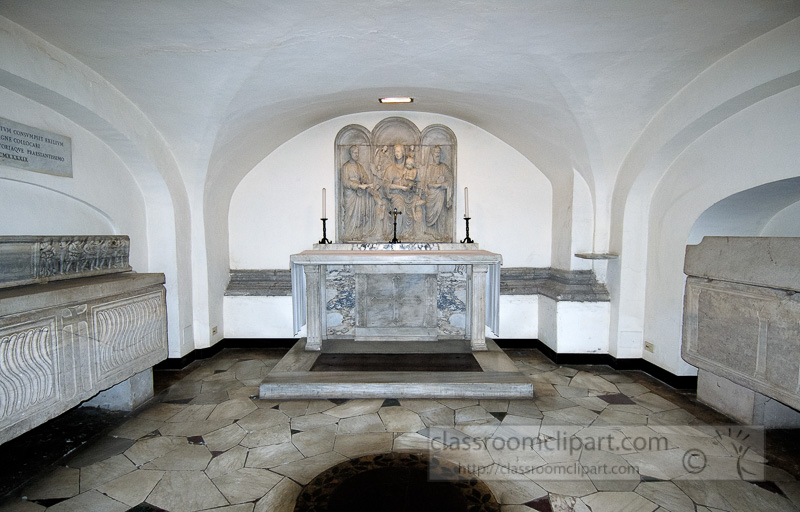 crypts-beneaths-st-peters-basilica-photo_0772A.jpg