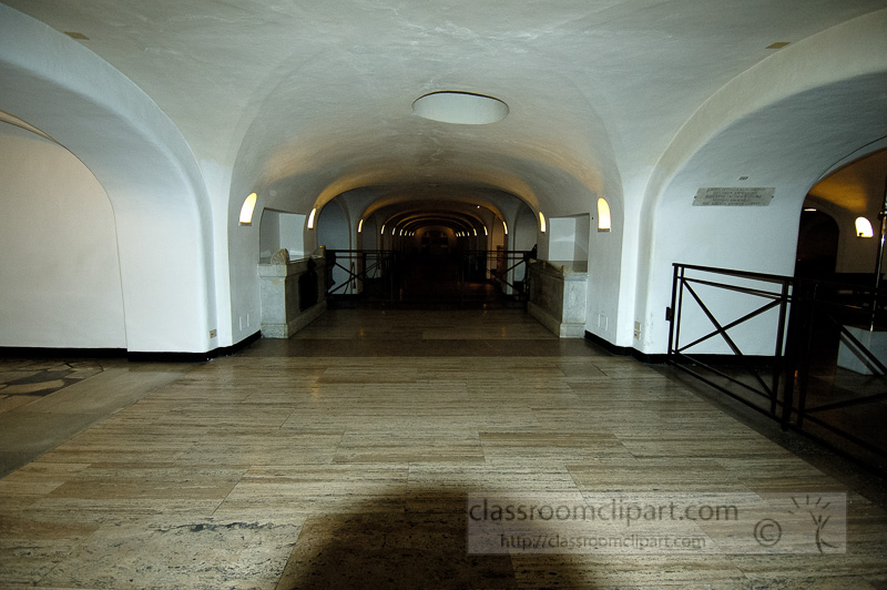 crypts-beneaths-st-peters-basilica-photo_0773.jpg