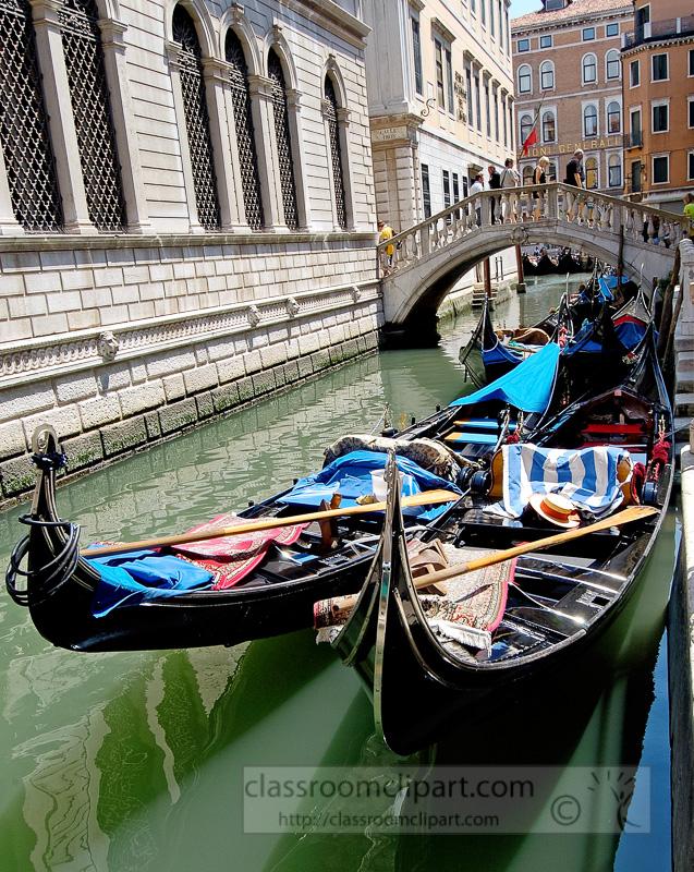 Gondolas-on-the-narrow-canal-in-Venice-Photo-8290A-copy.jpg