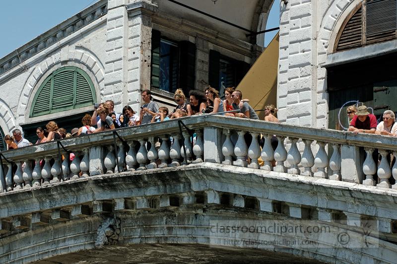 Rialto-Bridge-in-Venice-Italy-1666a.jpg