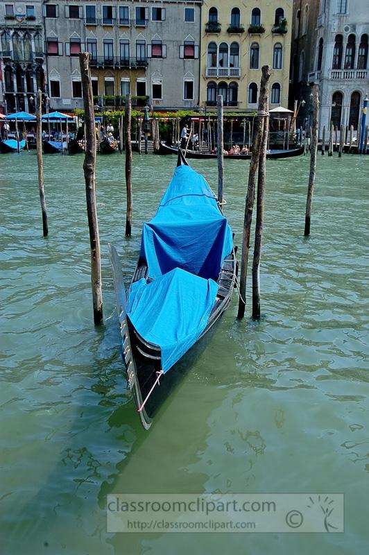 Single-Gondola-Grand-Canal-Venice-Italy-8410-copy.jpg