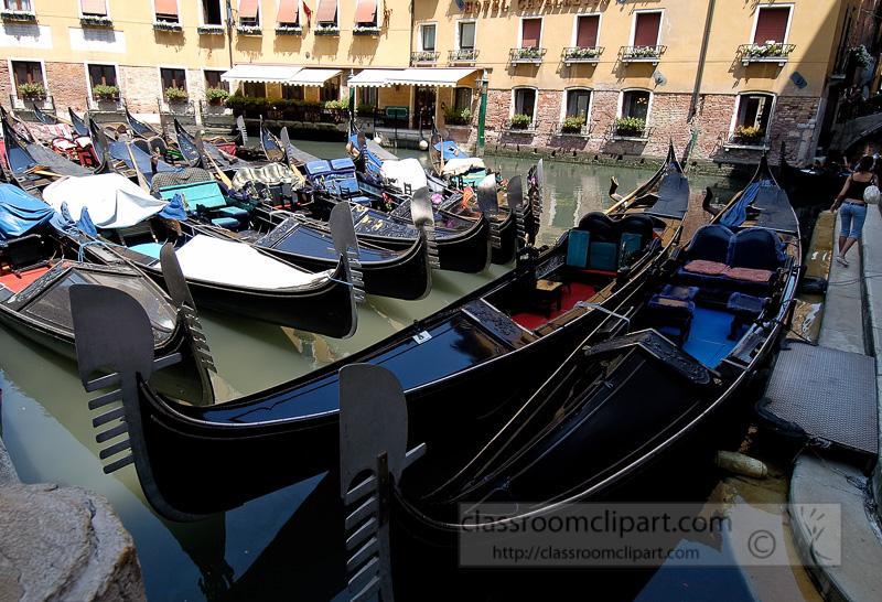 Venetian-gondolas-8279a.jpg