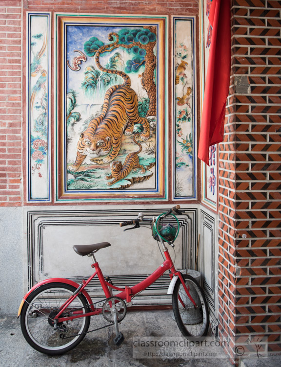 red-bicycle-in-front-of-building-with-painted-tiger-penang-8117.jpg