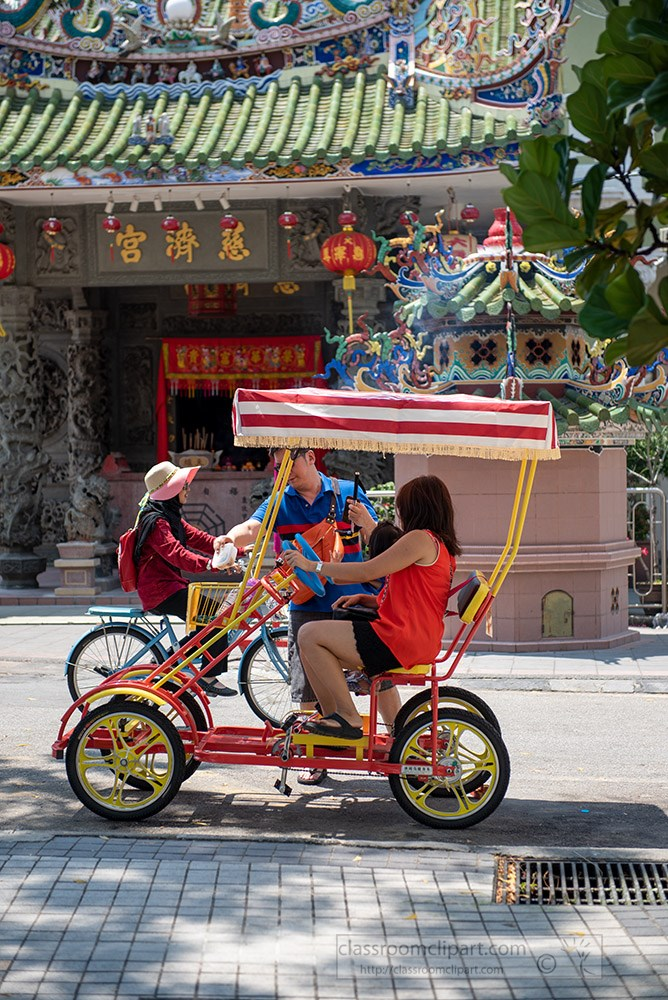 tourist-pedal-pike-georgetown-penang-malaysia.jpg