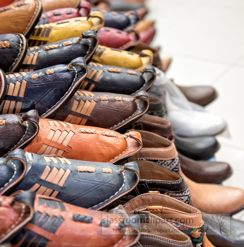 Leather-Moroccan-shoes-for-sale-in-souk-Morocco-5891-2.jpg