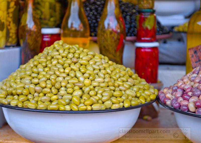 green-olives-for-sale-at-traditional-Moroccan-market-photo-5887.jpg
