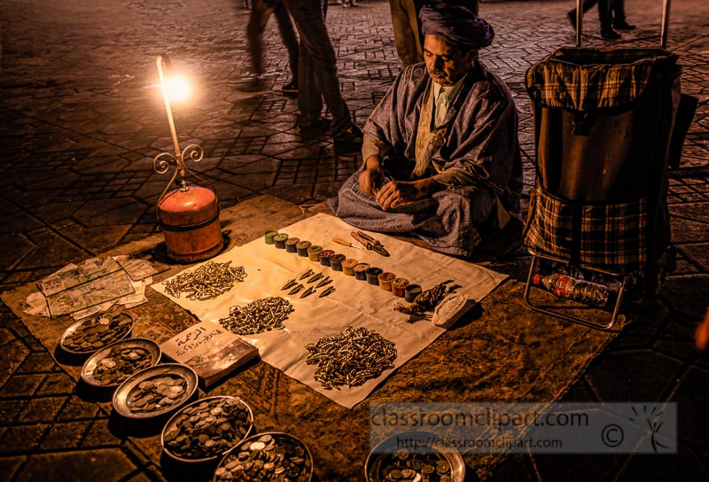 old-man-selling-metal-goods-at-night-Djemaa-el-Fna-Marrakech-435A-2.jpg
