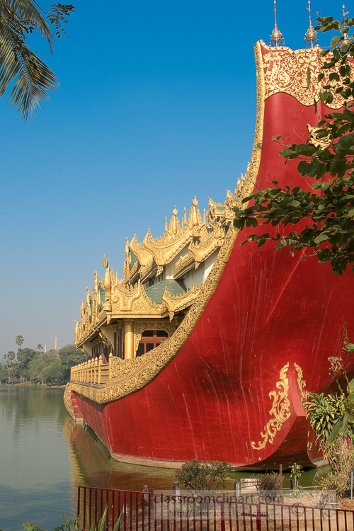 Karaweik-Royal-Barge-situated-at-Kandawgyi-Lake-Yangon-Myanmar-6533EE.jpg