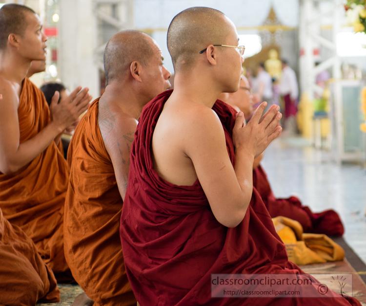 monks-praying-at-temple-myanmar-6802.jpg