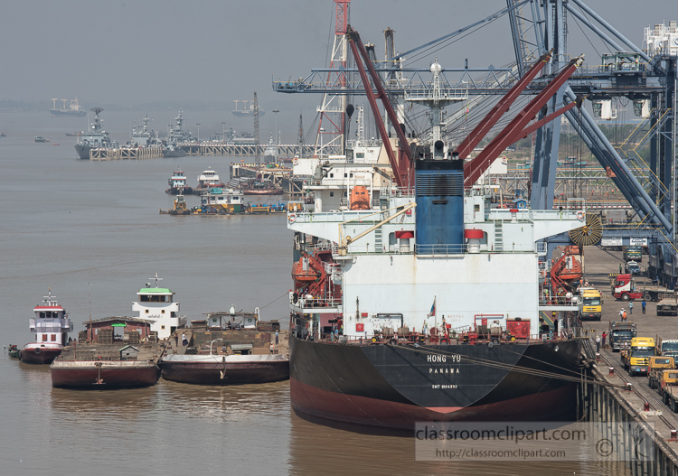 myanmar-ship-docked-in-port-thilawa_6966E.jpg