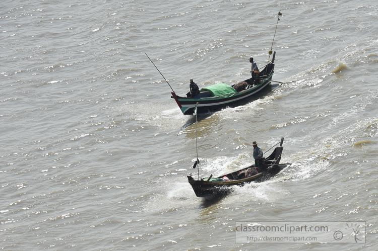 small-fishing-boats-along-the-Yangon-River-Myanmar-6298AE.jpg