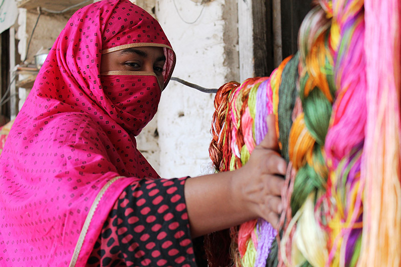picture-woman-with-colorful-fabric-pakistan-us811.jpg