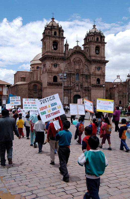 Children-holding-Justice-Signs-Plaza-de-Armas-Photo-_003.jpg
