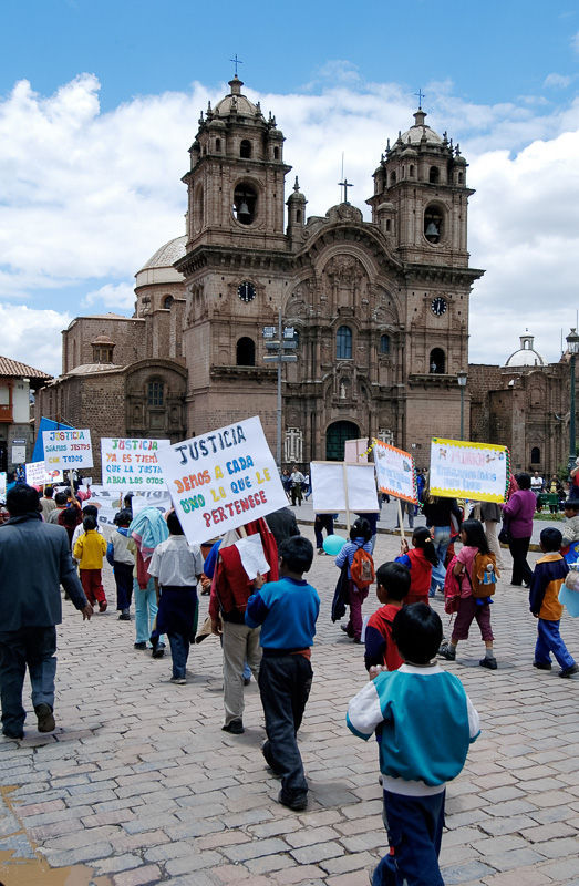 Children-holding-Justice-Signs-Plaza-de-Armas-Photo-_004.jpg