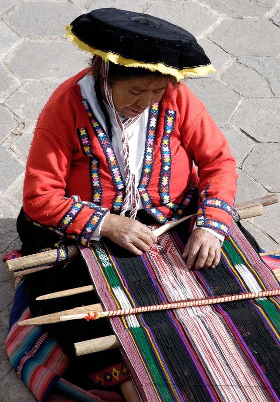 woman-sitting-and-weaving-good-Peru-004.jpg