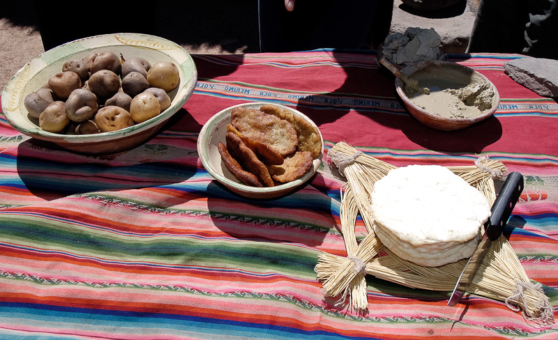 Native-Indian-home-in-Peru-traditional-food-Photo-008.jpg