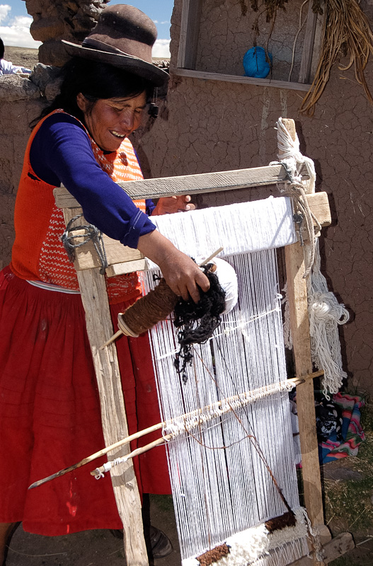 Native-Indian-woman-weaving-Peru-Photo-009.jpg