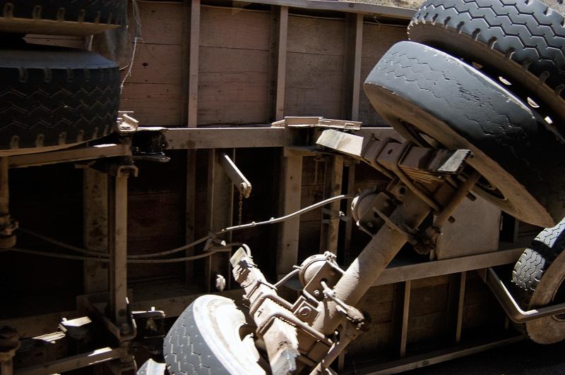 Over-turned-truck_009.jpg
