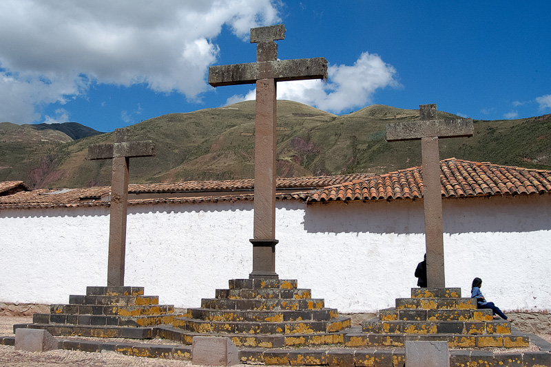 Three-crosses-with-a-view-of-the-mountain_004.jpg